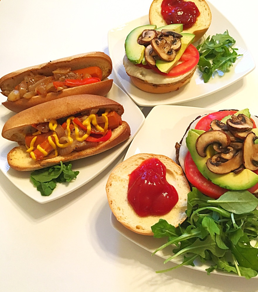 bbq, party, summer, hot dog, beyond meat, protein, burger, veggie, lifelight, protein, nutrition, blogger, vegan, glutenfree, healthy, plant based, dairy free, recipe, fitness, eat, yummy